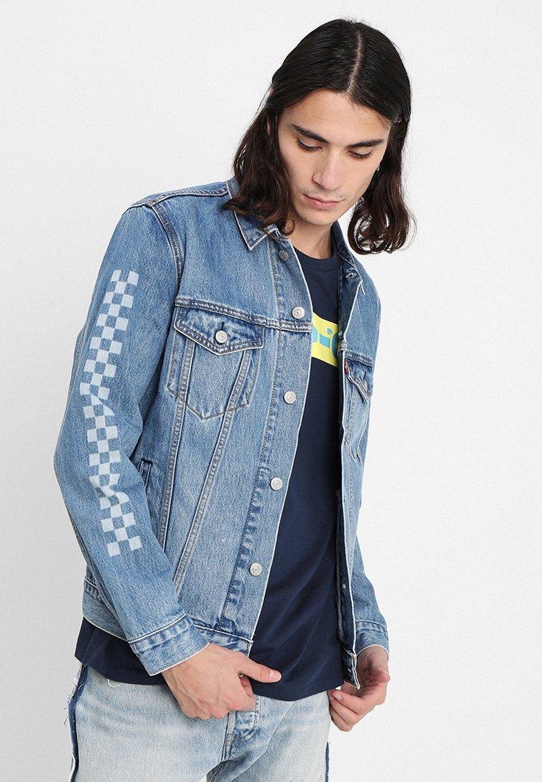 Levi's® - THE TRUCKER JACKET - Giacca di jeans - light blue denim