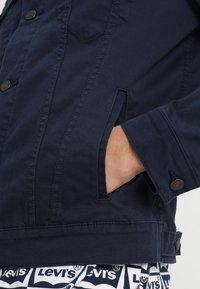 Levi's® - THE TRUCKER JACKET - Veste en jean - navy blazer - 6