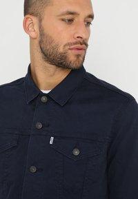 Levi's® - THE TRUCKER JACKET - Veste en jean - navy blazer - 4