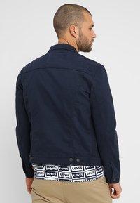 Levi's® - THE TRUCKER JACKET - Veste en jean - navy blazer - 2