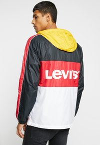 Levi's® - BLOCK WINDRUNER - Větrovka - lychee red - 2