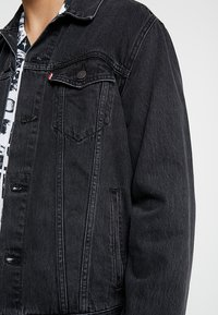 Levi's® - THE TRUCKER JACKET - Spijkerjas - liquorice trucker - 5