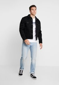 Levi's® - TYPE 3 SHERPA TRUCKER - Džínová bunda - back denim - 1