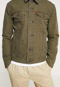 Levi's® - THE TRUCKER JACKET - Denim jacket - olive night - 5