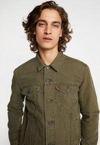 Levi's® - THE TRUCKER JACKET - Denim jacket - olive night - 3