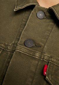 Levi's® - THE TRUCKER JACKET - Denim jacket - olive night - 7