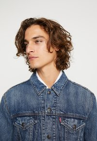 Levi's® - LINED TRUCKER JACKET - Jeansjacka - sequoia - 4