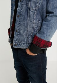 Levi's® - LINED TRUCKER JACKET - Jeansjacka - sequoia - 3