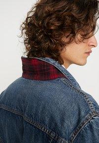 Levi's® - LINED TRUCKER JACKET - Jeansjacka - sequoia - 6