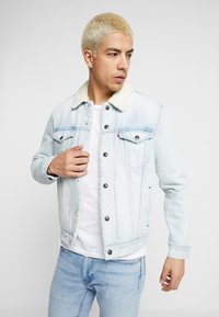 Levi's® - TYPE SHERPA TRUCKER - Giacca di jeans - light-blue denim - 0