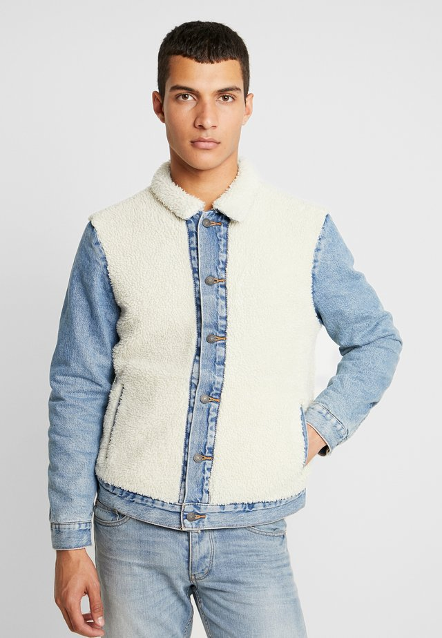 SHERPA PANEL TRUCKER - Jeansjacka - so sheepy sherpa trucker