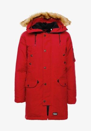 DAVIDSON PARKA - Kabát zprachového peří - crimson