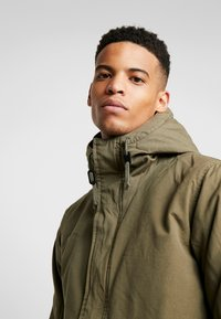 Levi's® - THERMORE PADDED - Jas - olive night - 4