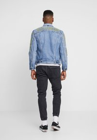 Levi's® - LEVI'S® X STAR WARS THE TRUCKER JACKET - Spijkerjas - blue denim - 2