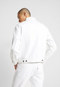 Levi's® - VINTAGE FIT  - Veste en jean - white out trucker - 2