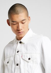 Levi's® - VINTAGE FIT  - Veste en jean - white out trucker - 4