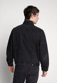 Levi's® - VINTAGE FIT TRUCKER UNISEX - Giacca di jeans - black trucker - 4