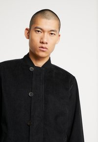 Levi's® - QUILTED DECK BOMBER  - Blouson Bomber - mineral black - 4