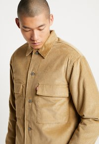 Levi's® - OFARREL  - Lehká bunda - harvest gold - 4