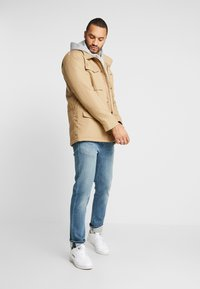 Levi's® - SHERPA FIELD - Light jacket - harvest gold - 1
