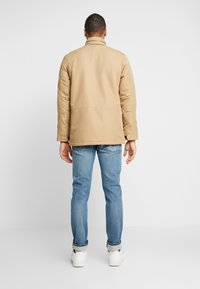 Levi's® - SHERPA FIELD - Light jacket - harvest gold - 2
