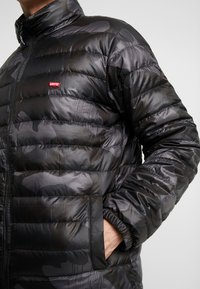Levi's® - DEHON PUFFER - Down jacket - alvincamo pirate black - 5