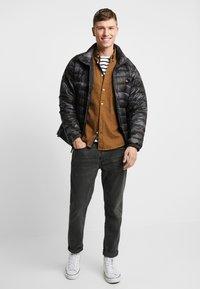 Levi's® - DEHON PUFFER - Down jacket - alvincamo pirate black - 1
