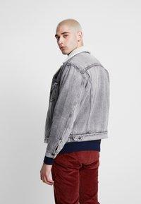 Levi's® - VIRGIL TRUCKER - Denim jacket - grey - 2