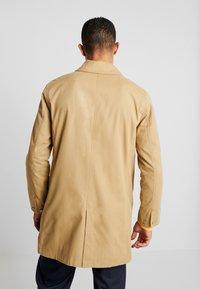 Levi's® - LONG UTILITY COAT - Abrigo corto - harvest gold - 2