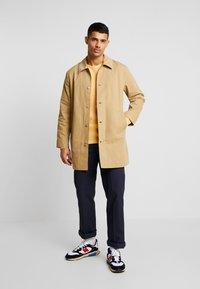 Levi's® - LONG UTILITY COAT - Abrigo corto - harvest gold - 1