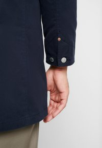 Levi's® - LONG UTILITY COAT - Kort kappa / rock - nightwatch blue - 4