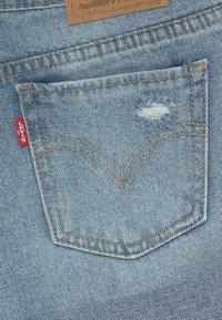 Levi's® - GIRLFRIEND SHORTY SHORT - Denim shorts - light-blue denim - 3