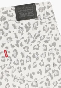 Levi's® - SHORTY - Denim shorts - white/gray - 3