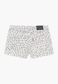 Levi's® - SHORTY - Denim shorts - white/gray - 1