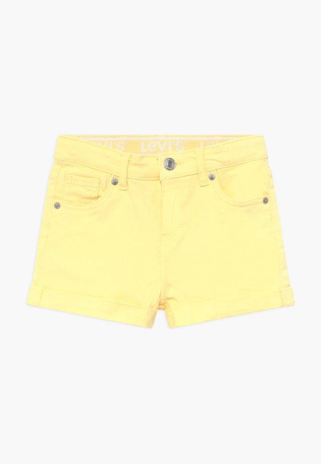 GIRLFRIEND - Denim shorts - pale banana