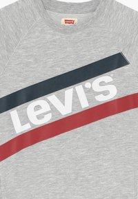 Levi's® - FRENCH - Denní šaty - light gray heather - 3