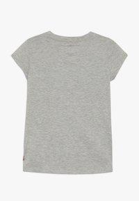 Levi's® - SPORTSWEAR LOGO TEE - T-shirt z nadrukiem - grey heather - 0