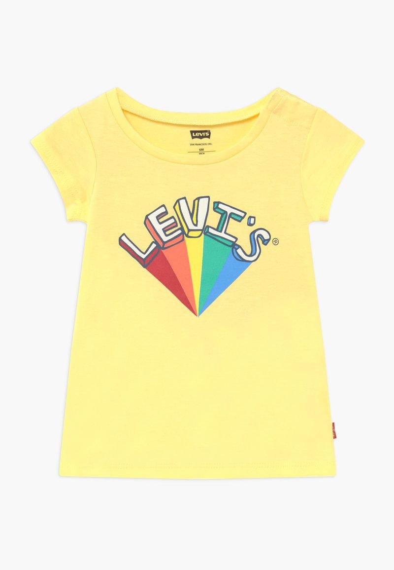 Levi's® - GRAPHIC - Camiseta estampada - pale banana
