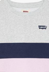 Levi's® - COLORBLOCKED CREW - Sweatshirts - light grey heather - 4