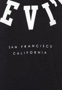 Levi's® - DROPPED SHOULDER CREW - Sweatshirts - black - 2