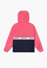 Levi's® - HALF ZIP WINDBREAKER - Jas - camellia rose - 1