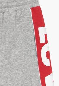 Levi's® - LOGO - Teplákové kalhoty - light grey heather - 3