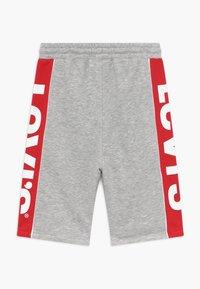 Levi's® - LOGO - Teplákové kalhoty - light grey heather - 1