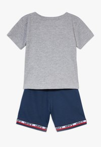 Levi's® - BASKETBALL SET - Shorts - grey heather - 1