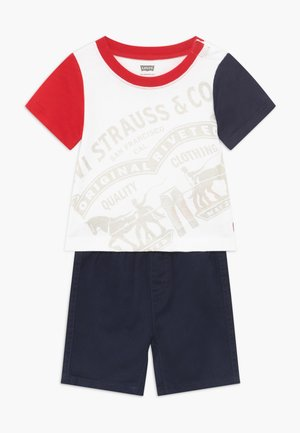 COLOR BLOCK TEE SET - Shorts vaqueros - white