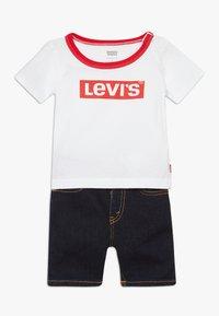 Levi's® - STRETCH SET - Denim shorts - white - 0