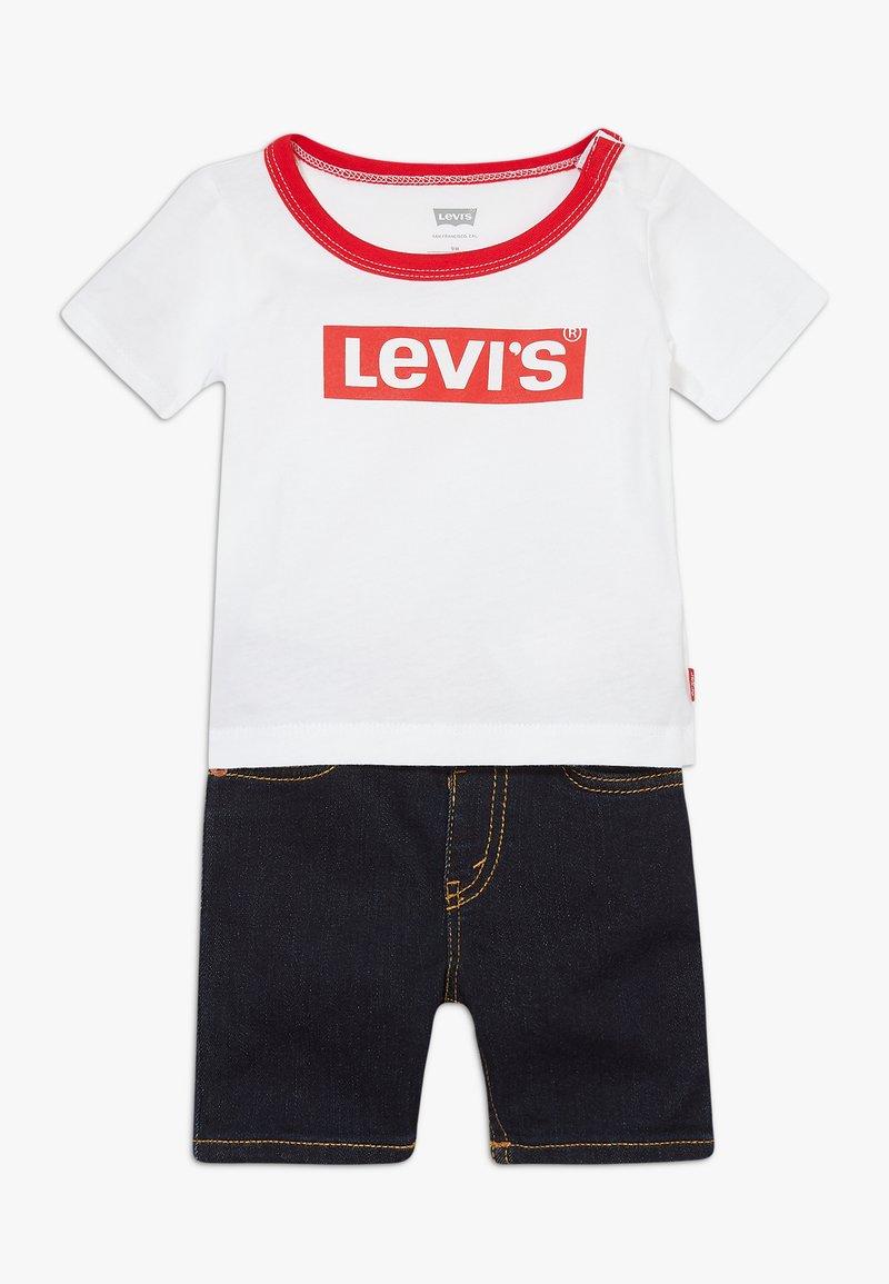 Levi's® - STRETCH SET - Denim shorts - white