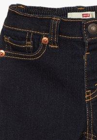 Levi's® - STRETCH SET - Denim shorts - white - 3