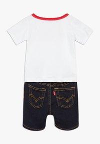 Levi's® - STRETCH SET - Denim shorts - white - 1
