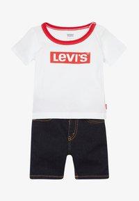 Levi's® - STRETCH SET - Denim shorts - white - 4